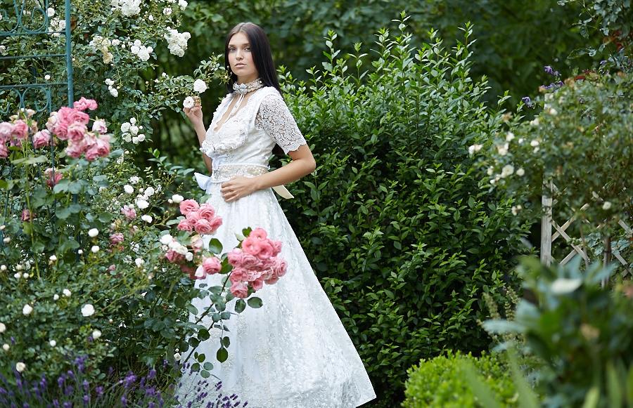 "Brautdirndl ""Roses"" | Zauber Dirndl by Wibke Eberlein"