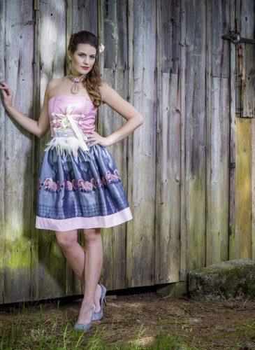 ko-zauber-dirndl-couture-hirsch-roses-1-1